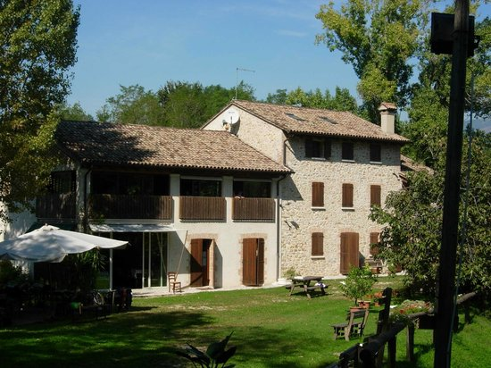 Monfumo, Italia: locale immerso nella natura