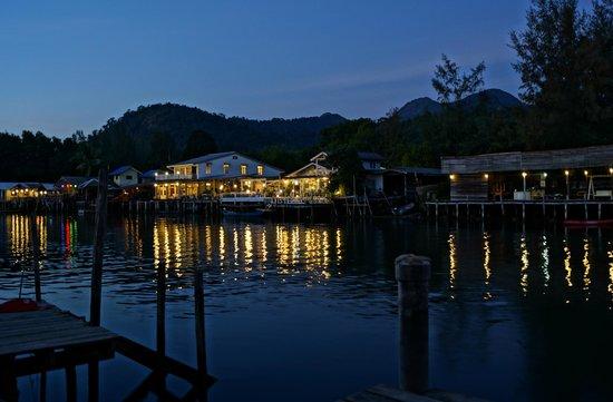 Baan Rim Nam: Night Vew 4 from decking
