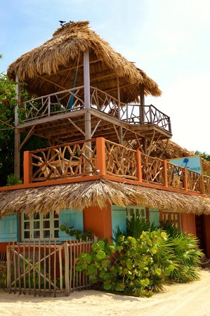 Sea Dreams Hotel: Second floor is breakfast area, thirth is hammock area