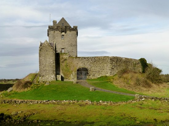 Dunguaire Castle:                   Duinguaire Castle Built in 1520 on Galway Bay