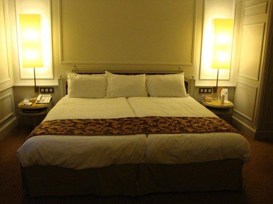 Crowne Plaza Brugge: Room