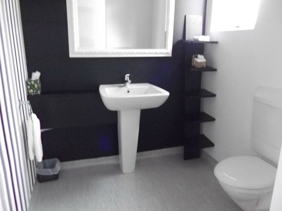 Kaikoura Boutique Hotel:                   bathroom