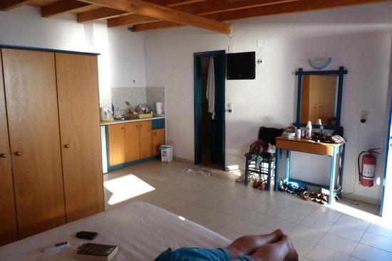 Eleni Studios:                   kitchen area - not much storage though