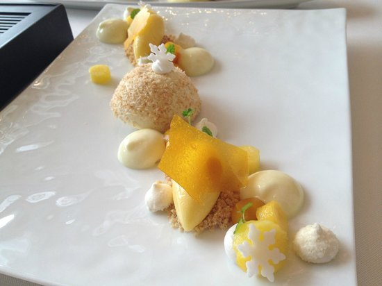 Caprice (Central): The dessert is presented very nicely