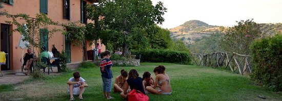 Agriturismo La Volpe e l'Uva: giardino