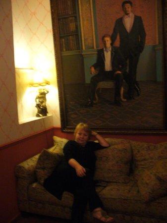 Peer Guest House:                   уютный холл отеля