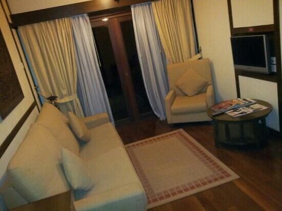 Bukit Merah Laketown Resort:                   living hall kg air