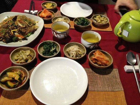 Gaya : spaghetti con verdura e grigliata di manzo koreana