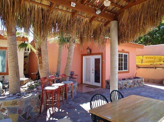 El Tiburon Casitas: Palapa and cental dining areas