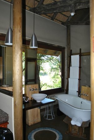Rhino Post Safari Lodge:                   View of the bathroom