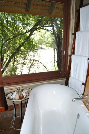 Rhino Post Safari Lodge:                   Bath