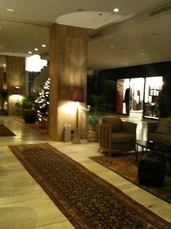 Hotel Excelsior Dubrovnik:                   Impressive entrance lobby