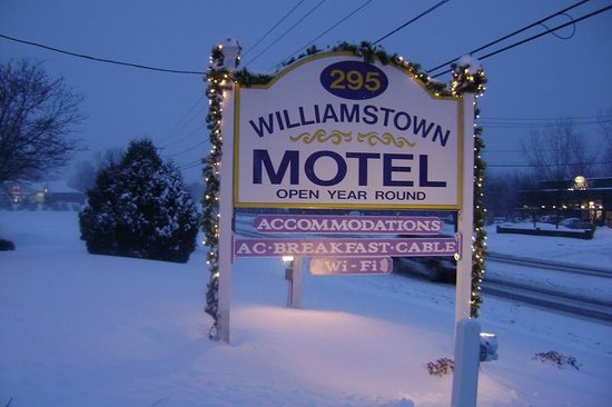Williamstown Motel: Sign Board