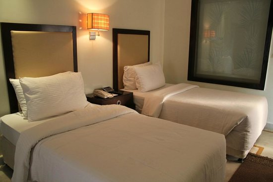 Royal Orchid Central Kireeti: Twin Beds