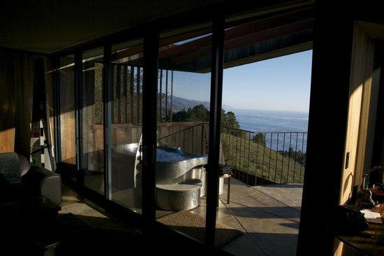 Post Ranch Inn:                   Hot tub on balcony, Upper Pacific Suite