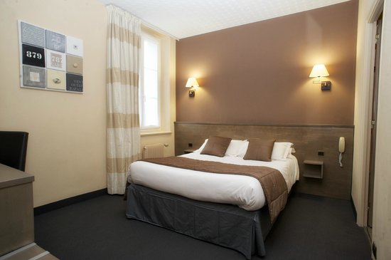 Brit Hotel Le Surcouf: chambre