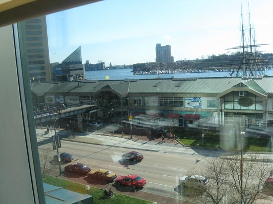 Renaissance Baltimore Harborplace Hotel: View from Restaurant