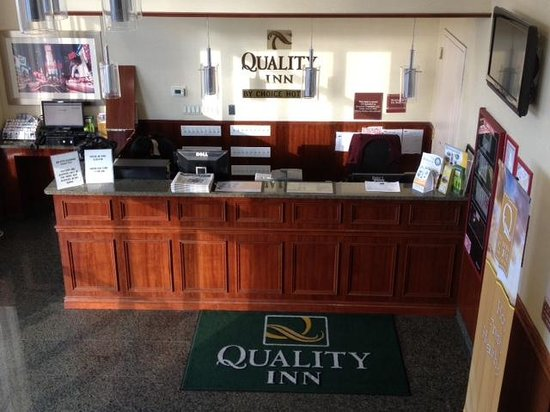 Quality Inn Woodside: font desk
