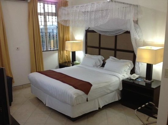 ShaMool Hotel: Shamool Suite and Deluxe Bed