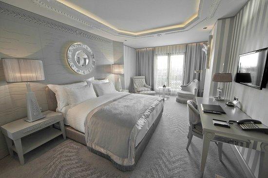 Wyndham Grand Istanbul Kalamis Marina Hotel : King Room Sea View