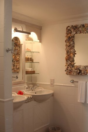 Firefly Mustique Hotel:                   Luxury bathroom