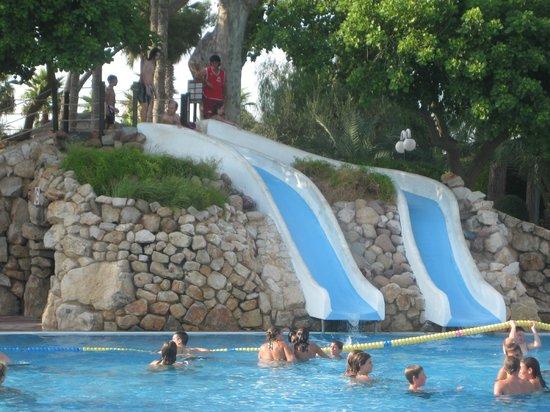 Una de las piscinas fotograf a de cambrils park resort for Piscina cambrils