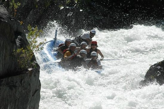 American Whitewater Expeditions: Arnie on the Middle Fork in Tunnel Chute Rapid
