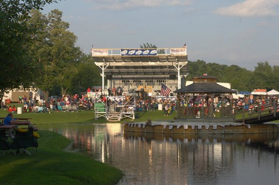 Lake Erie Wine Country: Willow Creek Winery in Silver Creek, NY hosts terrific concerts!