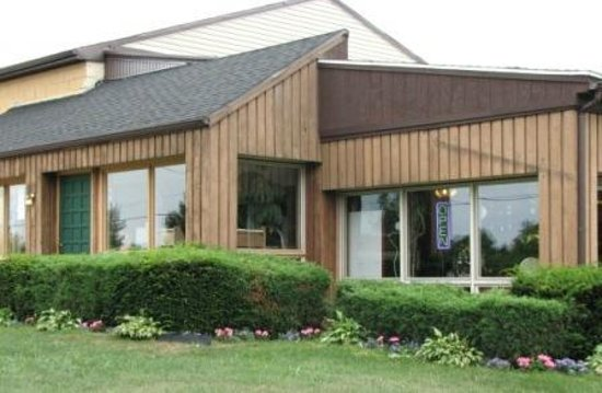 Lake Erie Wine Country: Woodbury Vineyards in Fredonia, NY has been under terrific new management for the past couple of