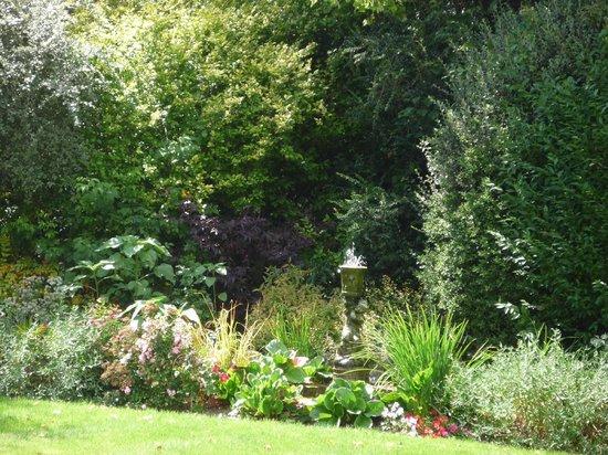 Mereworth House : A corner of the garden