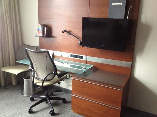 Club Quarters Hotel, Wacker at Michigan: office !!