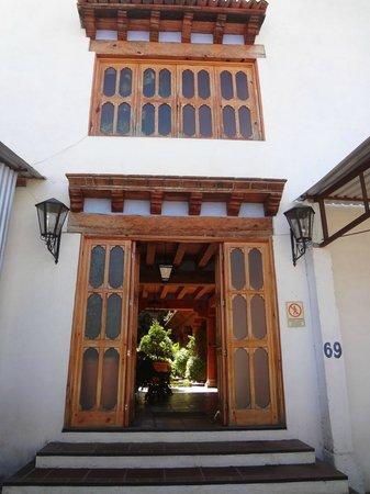 Hotel Pueblo Magico: ENTRADA TRASERA
