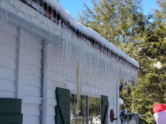 1902 Turnpike House B&B:                   These icicles are real!