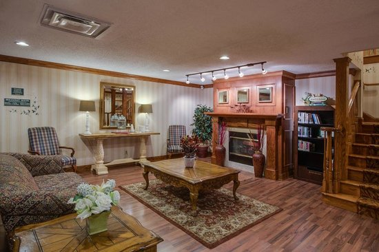 Country Inn & Suites By Carlson, Jacksonville: Comfortable Cozy Fireplace in the Lobby!!