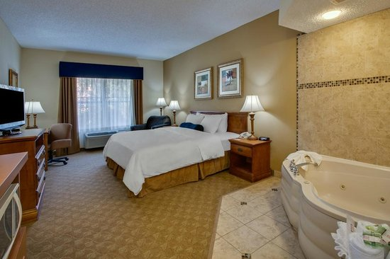 Country Inn & Suites By Carlson, Jacksonville: Relax in the Whirlpool Suite!