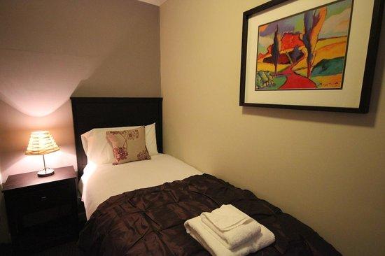 Pesto at the Dibbinsdale Inn: Single Room