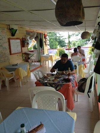 Caribbean Place Donde Martin: buen ambiente de día y noche