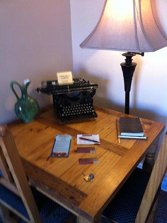 Nobody's Inn: Writing desk