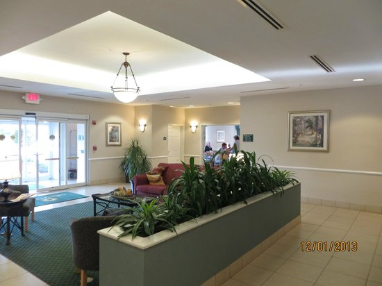 La Quinta Inn & Suites Fort Myers Airport :                   Lobby