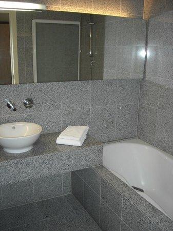 Hotel Cosmopolite : Salle de bain royale