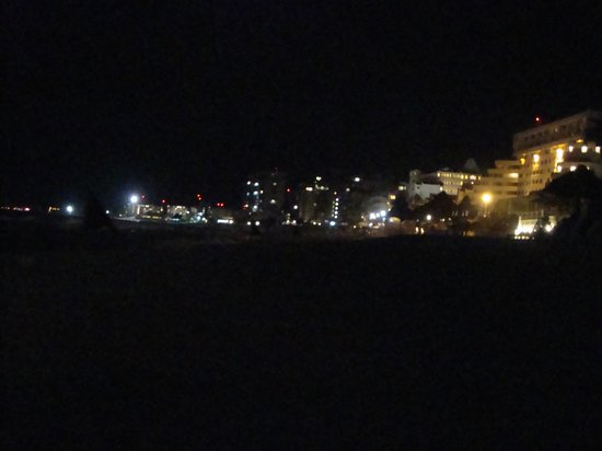 Solymar Cancun Beach Resort: Vista desde la playa noche año nuevo 2013