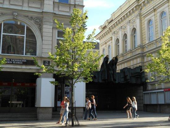 Algirdas City Hotels:                   театр драммы и комедии, рядом с отелем