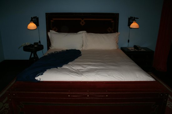 Gramercy Park Hotel: King size bed