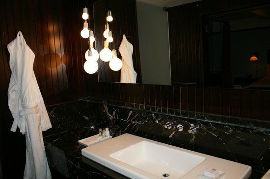 Gramercy Park Hotel: bathroom