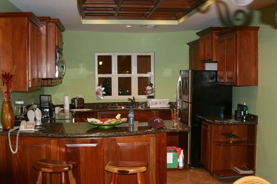 Grand Caribe Belize Resort and Condominiums:                   Kitchen-spotless!