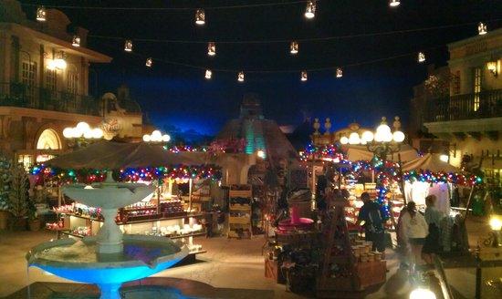 Epcot World Showcase :                   inside Mexican pavilion