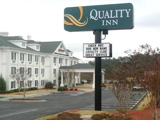 Quality Inn Rome: Quality Inn Hotel Exterior