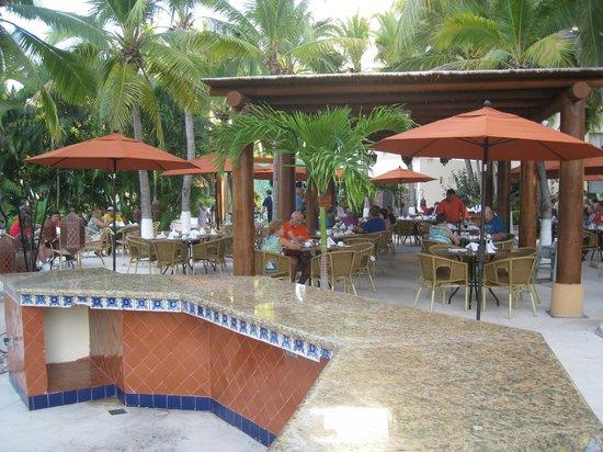Sunscape Dorado Pacifico Ixtapa: Restaurant terrasse our déjeûner