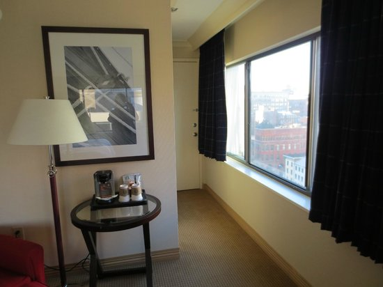 Radisson Hotel Baltimore Downtown-Inner Harbor:                   2 rooms adjoin this corner room.