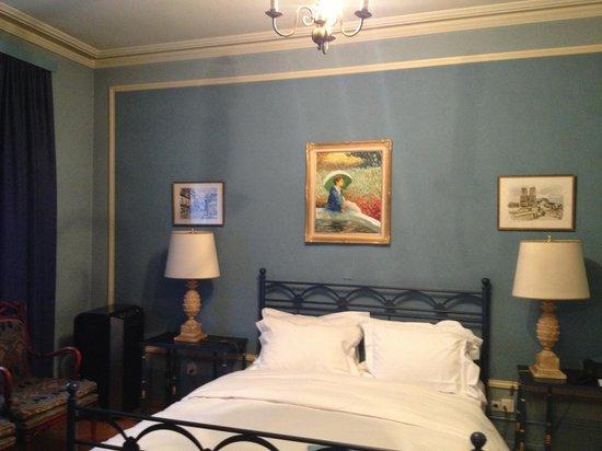 Hotel Longemalle: Au-dessus du lit